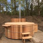 Bañera de hidromasaje 250cm con estufa de leña y bomba de filtro.