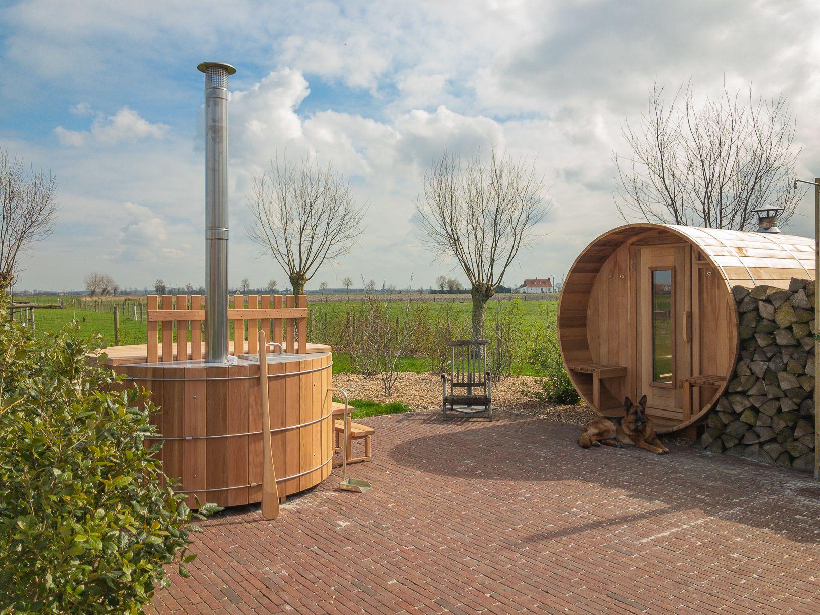 Ferienstudio mit Sauna-Langhantel und Whirlpool.