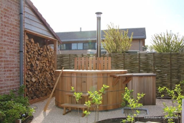 Hot tub, diameter 210cm: realization in our demo garden in Tielt.