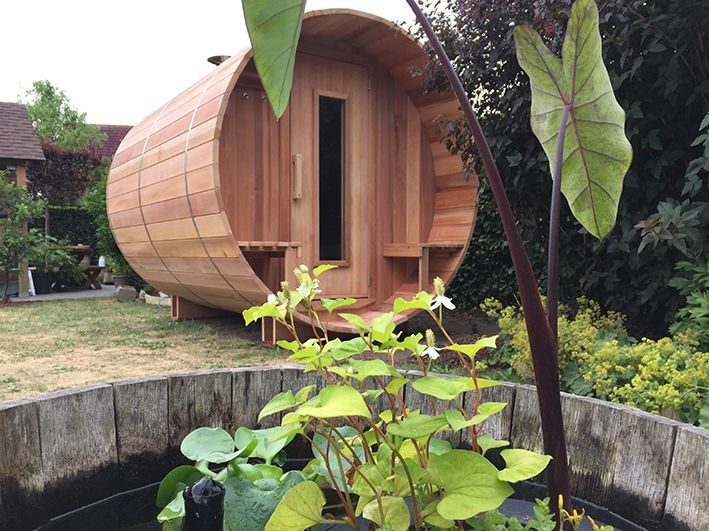 Sauna barrel in city garden.